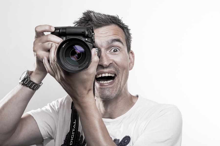 Fotograf mit Kamera in den Händen