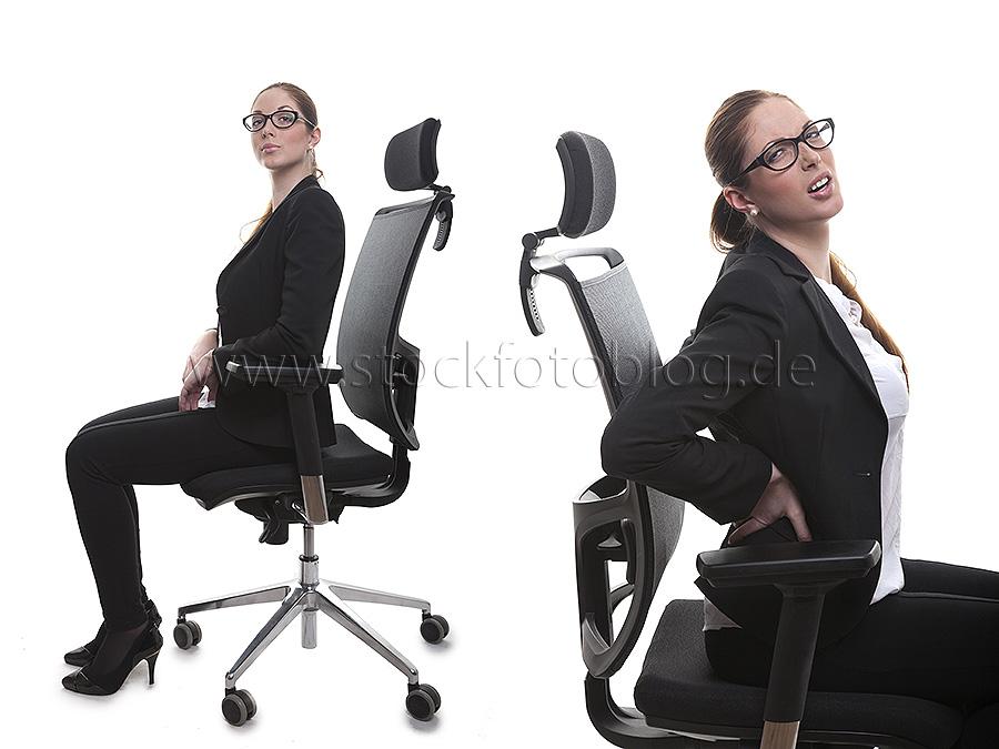 Frau mit Brille hat Rückenschmerzen